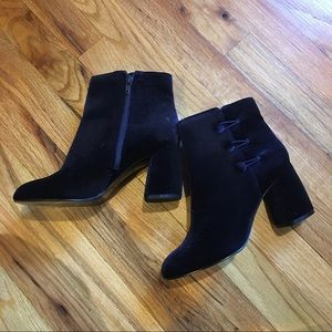 Nine West | NWOT | Blue velvet boot heels